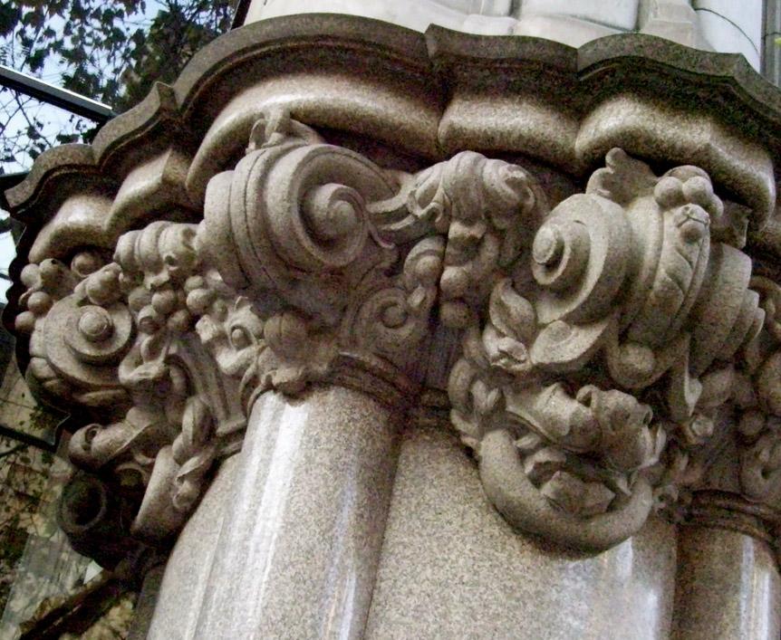 Resultado de imagen para Palacio Barolo estatua