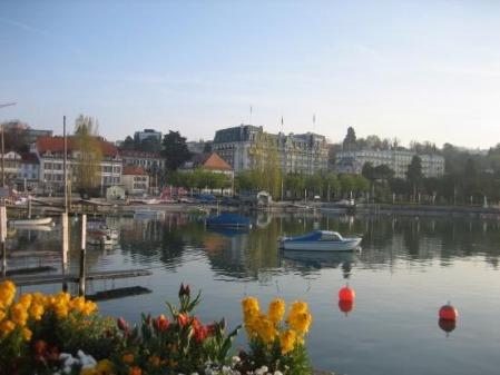 El lago frente a Lausanne