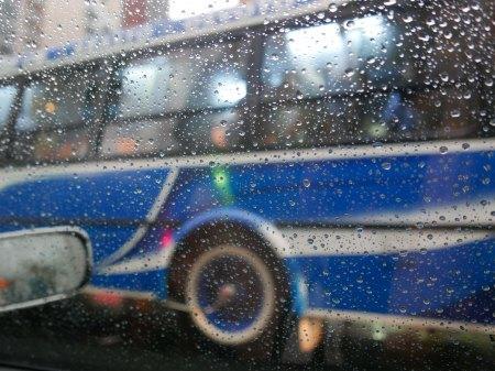 251.colectivo azul y lluvia