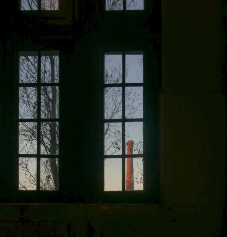 335.ventana y chimenea