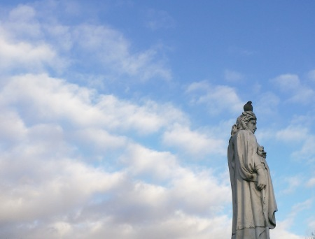 373.nubes estatua paloma
