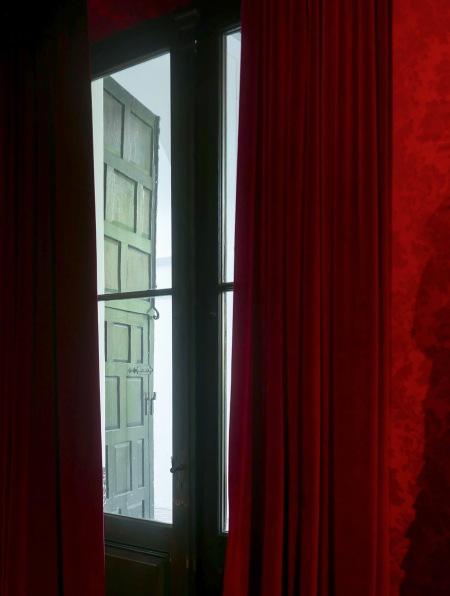 450.larreta cortina roja