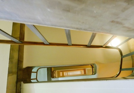 452.escalera hueco 2.jpg