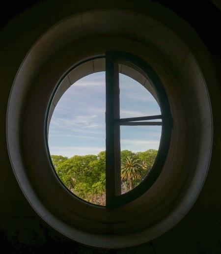 457.MAD ventana oval