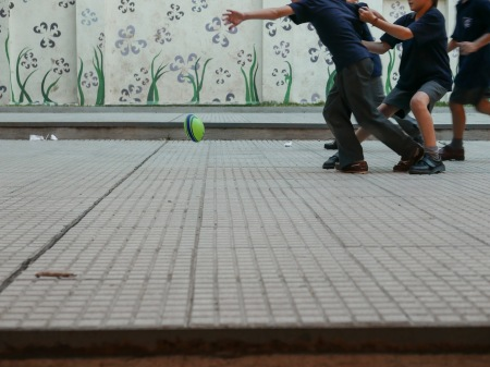 S103.chicos jugando 4