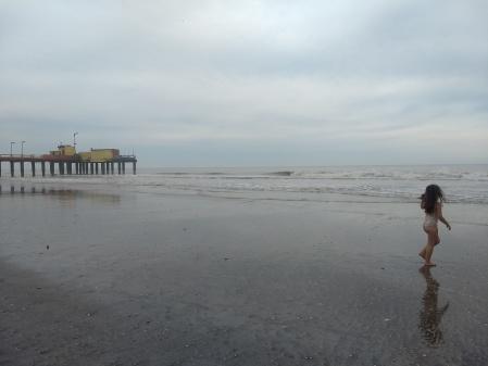 Nena en el mar