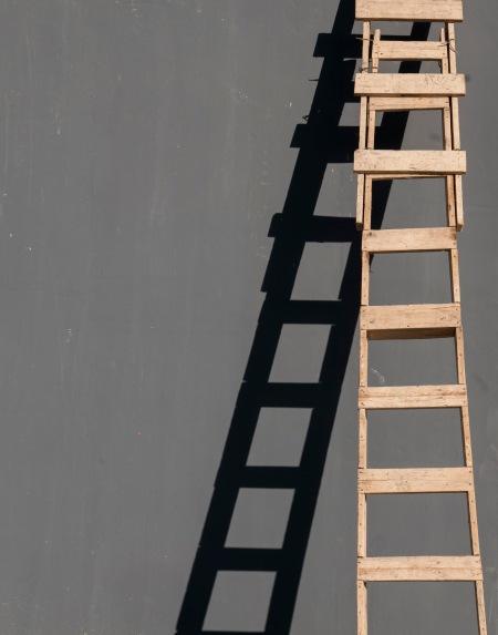 F72.escalera y sombra