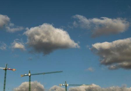 F74.nubes y grúas