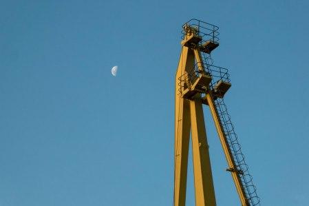 O33-luna-y-grua-2