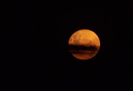 O39-super luna con nube