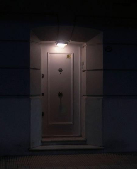 P21-puerta-noche